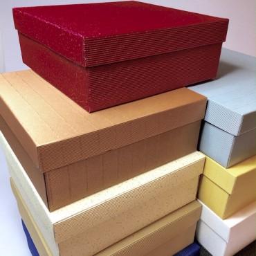 Kinkekarp 27 x 27 x 10 cm - ERINEVAD TOONID