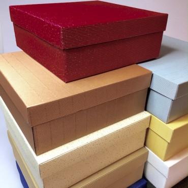 Kinkekarp 26 x 26 x 10 cm - ERINEVAD TOONID