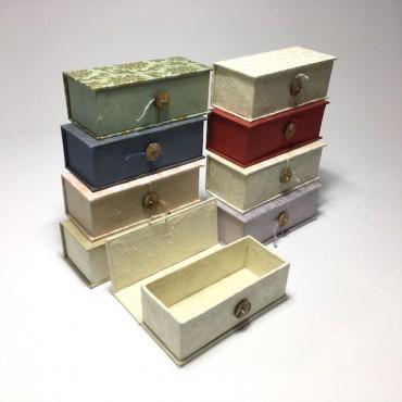 Karp nepaali paberiga, nööbiga 6,5 x 15,5 x 4,5 cm 6 tk. - ERINEVAD MUSTRID